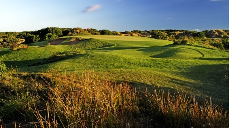 THE TRAVELLIN' TOG: THE PAR 3 SPECIALIST